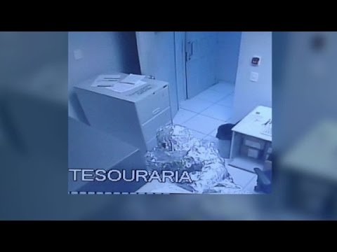 Bank robbery suspects wrap themselves in tin foil