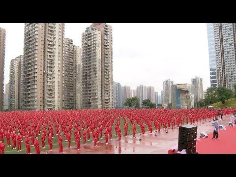 Рекорд Гиннесса: 50 тысяч китайцев синхронно танцуют в 14 городах - необычное, музыка