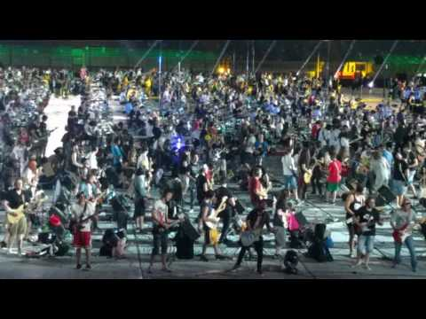 1200 musicians play Smells like teen spirit by Nirvana - live in Cesena (Rockin' 1000 - That's live)
