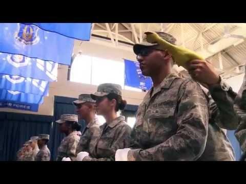 Видео: Пытка-тест резиновой курицей в американской армии - необычное, OMG-WTF