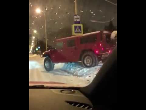 Мажоры на Hummer прокатились по газонам МГУ