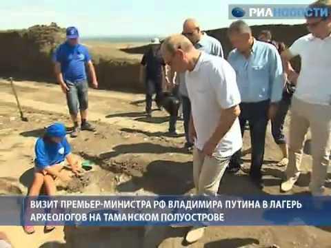 Путин нырнул с аквалангом и нашел древние амфоры