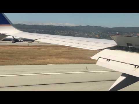Simultaneous Plane Landing! Strangely Satisfying