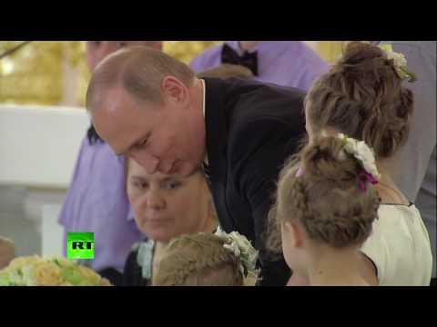 россия, Путин, народ, дети, гифки - Путин не смог успокоить плачущую девочку и сделал Facepalm