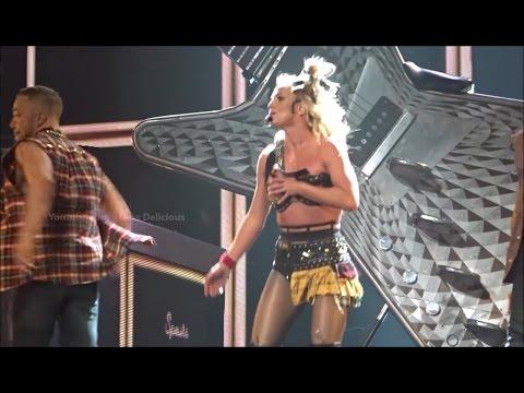У Бритни Спирс расстегнулся лифчик во время выступления - музыка, знаменитости