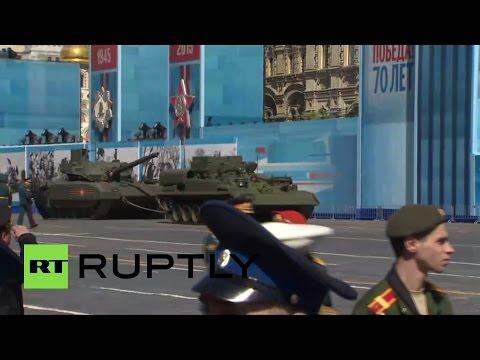 """россия, гаджеты - Почему заглохший посреди Красной площади танк """"Армата"""" вызвал такую реакцию в Интернете"""
