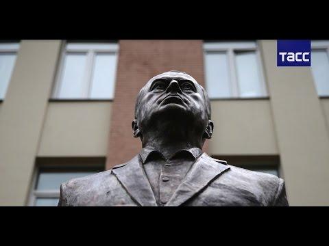 Жириновский в Москве открыл памятник самому себе - россия, знаменитости