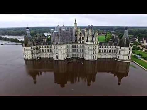 ЧП - Затопленный замок во Франции: съемка с дрона