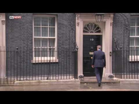 соцсети, народ, музыка, знаменитости - Мир гадает, какую именно песню напел Кэмерон, уходя с поста главы правительства Великобритании
