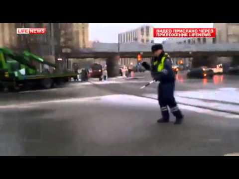 Видео: Как полицейский снимает стресс от сумасшедших пробок в Москве - необычное, музыка