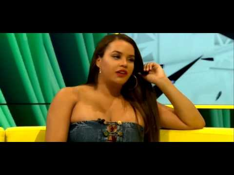 Lateyshas Bbbots interview twerk fail 7:24 ! *CONTAINS TWERKING AND PARTIAL NUDITY *