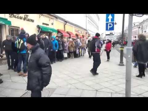 россия, Путин, пропаганда, народ, картинки - Когда-нибудь эти фотографии будут смотреться как хроника времен Сталина: массовое ликование по поводу присоединия Крыма в Москве