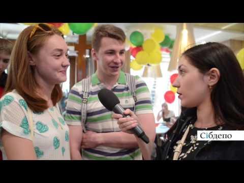 Тысяча кемеровчан и один фастфуд: видеорепортаж с открытия McDonald's