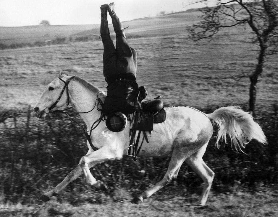 Русский казак оттачивает мастерство в графстве Кент, Великобритания в декабре 1939 года.