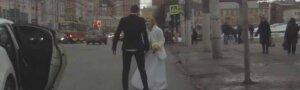 Бойцовский клуб посреди улицы: жених и невеста не доехали до ЗАГСа