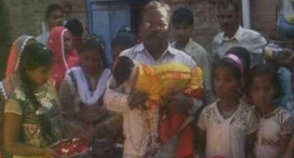 Шокирующая Азия: на свадьбу двух собак в Индии пришло 5 тысяч человек - необычное, мужчина-женщина, животные, OMG-WTF
