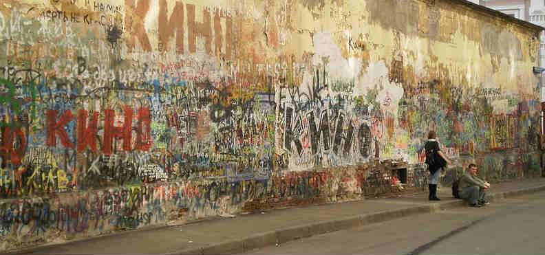 На стене Цоя написали правду, а потом закрасили - россия, народ, музыка, кризис, кино, знаменитости